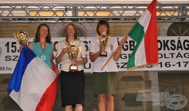 Az egyéni első három versenyző, közöttük Devecseriné Rimer Noémi!