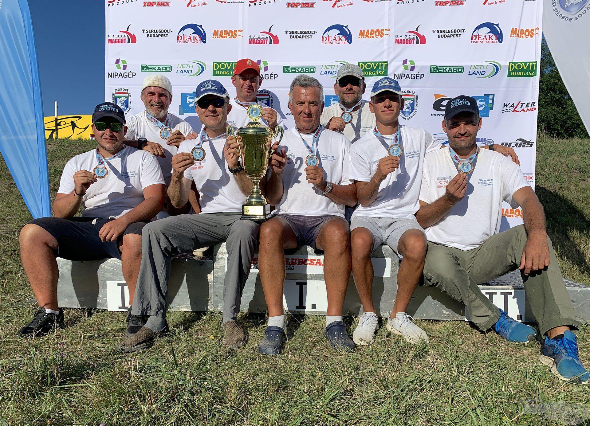 Nagyobb létszámú csapatversenyeken a Top Mix Teammel fuzionálunk, és nem is eredménytelenül. 2018-ban és 2019-ben is bronzérmesek lettünk a Klubcsapatok Magyar Bajnokságán!
