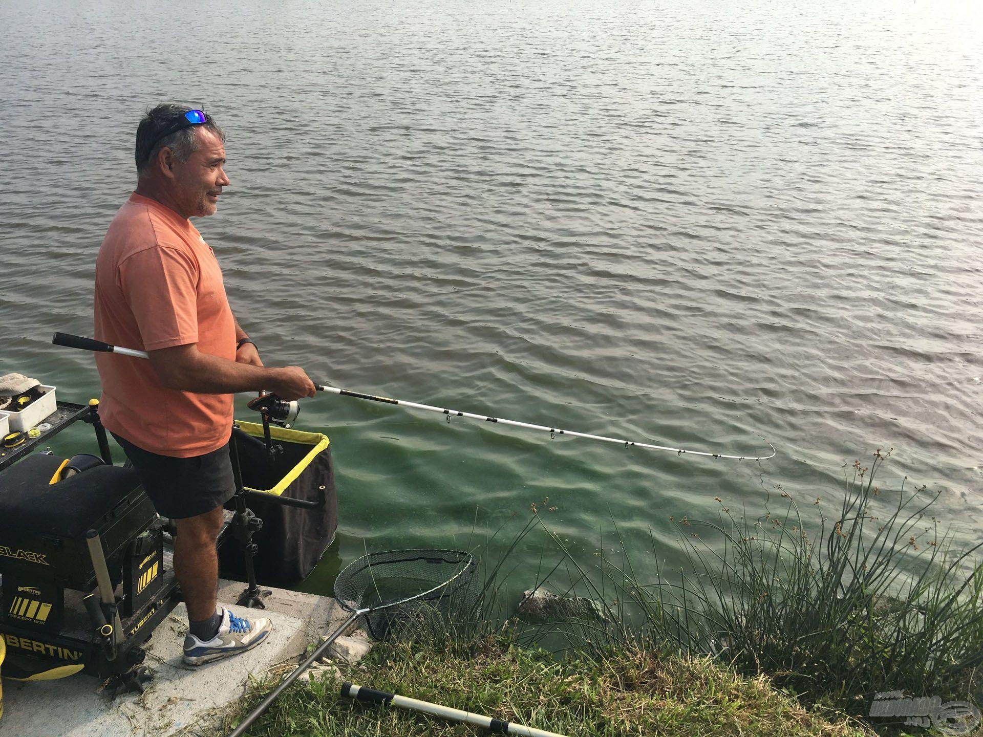 Csővári Tibi a tőle megszokott nyugalommal húzta a halat és 70 kilóig meg sem állt!