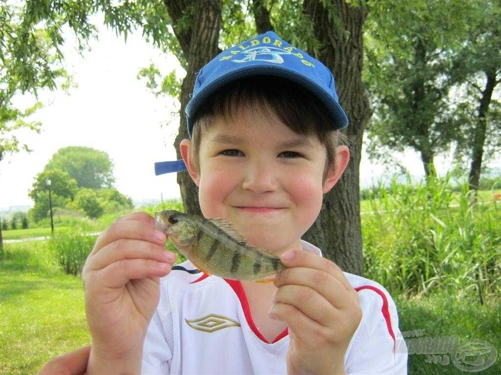 Azért, ha néha odajött hozzám, akkor örült a halaknak, tetszett neki a dolog!