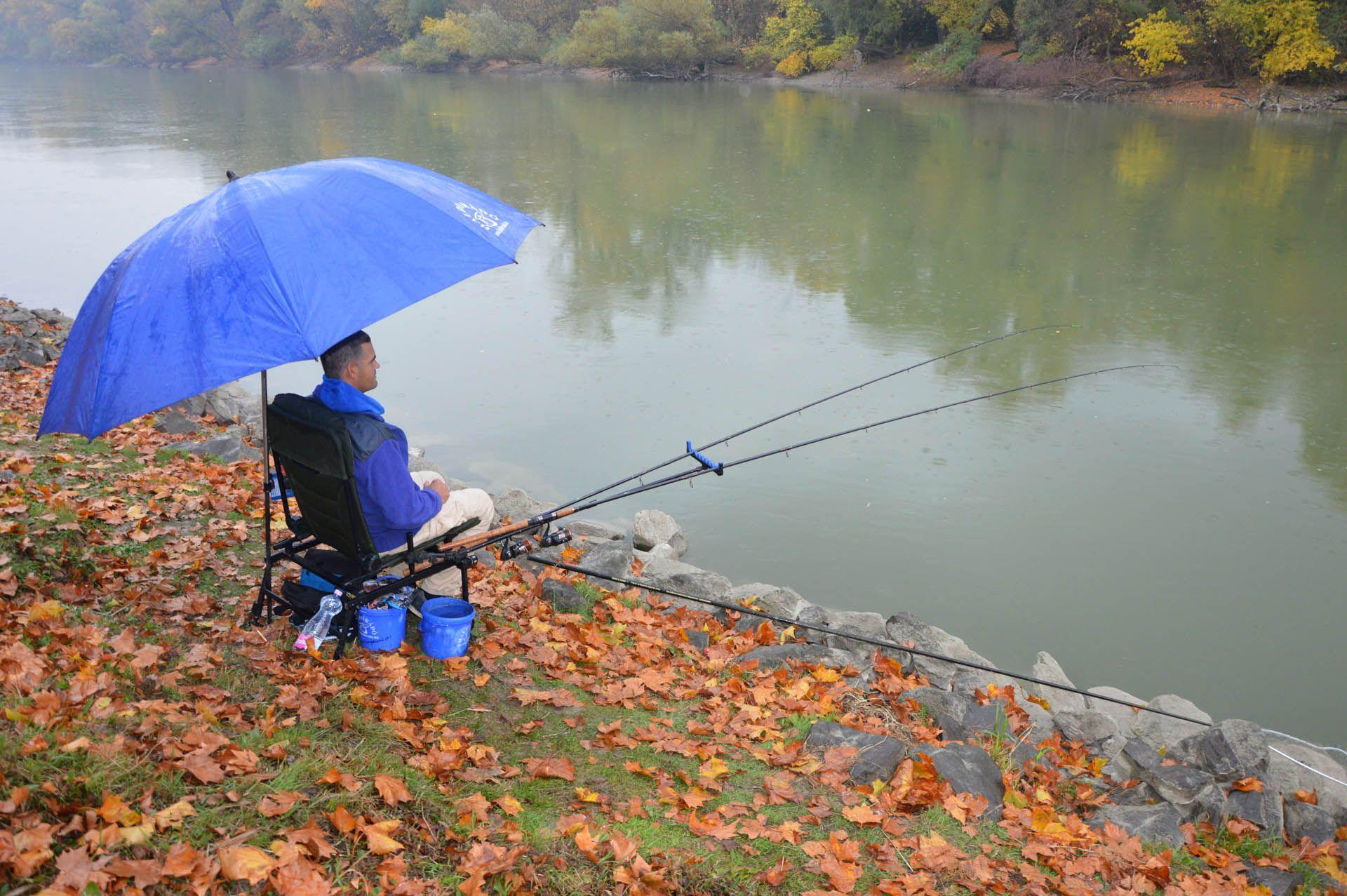 Az őszi záporok kellemetlenek tudnak lenni, de egy jól felépített horgászállás védelmet nyújt ez ellen is!