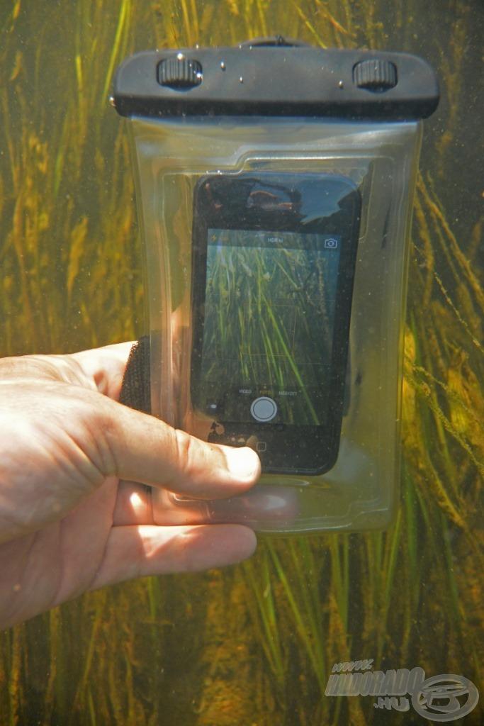 A vízálló tok nem csak arra jó, hogy megvédjük a telefonunkat. A tokot rövid ideig víz alá is vihetjük, így speciális fotókat is készíthetünk