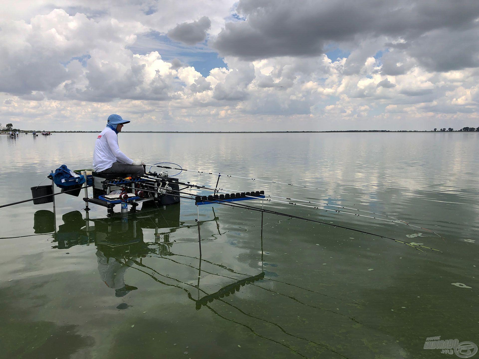 A hét második felére egyértelművé vált, hogy semmiképp sem kell 40 méternél messzebb horgászni, így a finomabb botok kerültek előtérbe