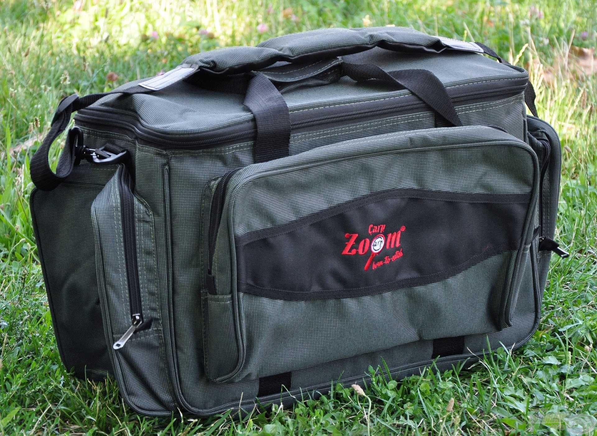 Tetszetős megjelenésű, univerzális táska, ami bármely horgásznál hasznos társ lehet
