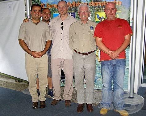 Balról jobbra: Erdélyi Balázs (alelnök, MűHOSz), Lefty (tolmács), Mario Podmanik (titkár, FIPS), James Ferguson (elnök, FIPS), Klément Ferenc (elnök, MűHOSz)