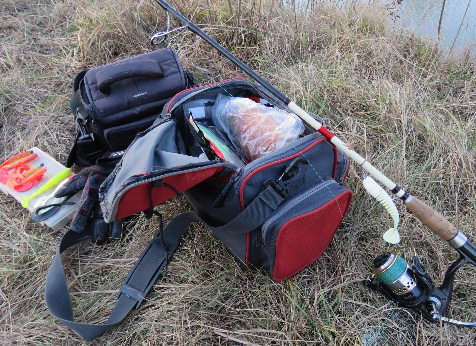 Kevés felszereléssel vágok neki a gyalogtúrával is felérő, több kilométeres cserkelő horgászatnak