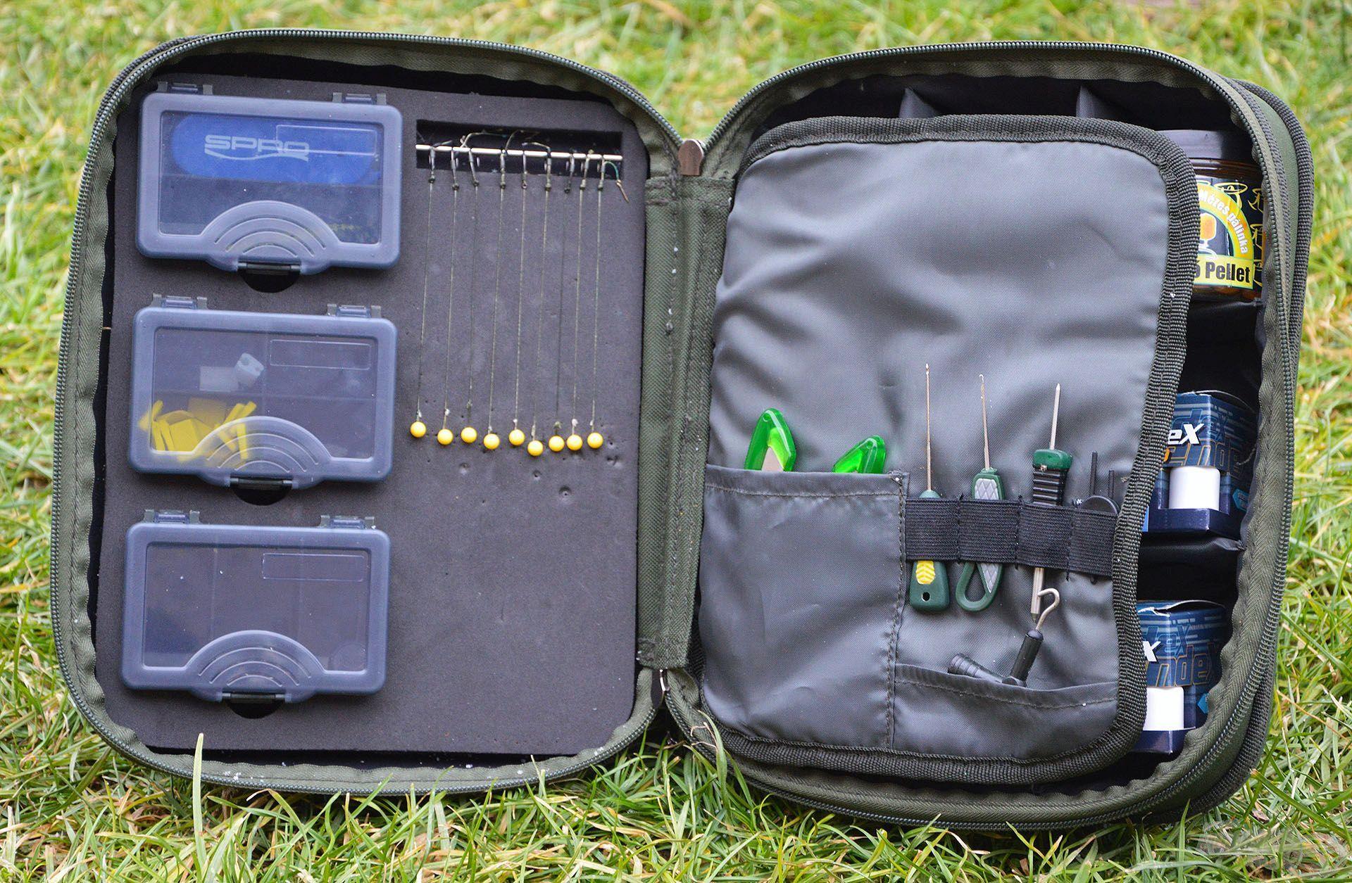 A Carp Academy Szerelékes táska praktikus megoldást kínál a horogelőkék és a kisebb-nagyobb kiegészítők precíz tárolásához