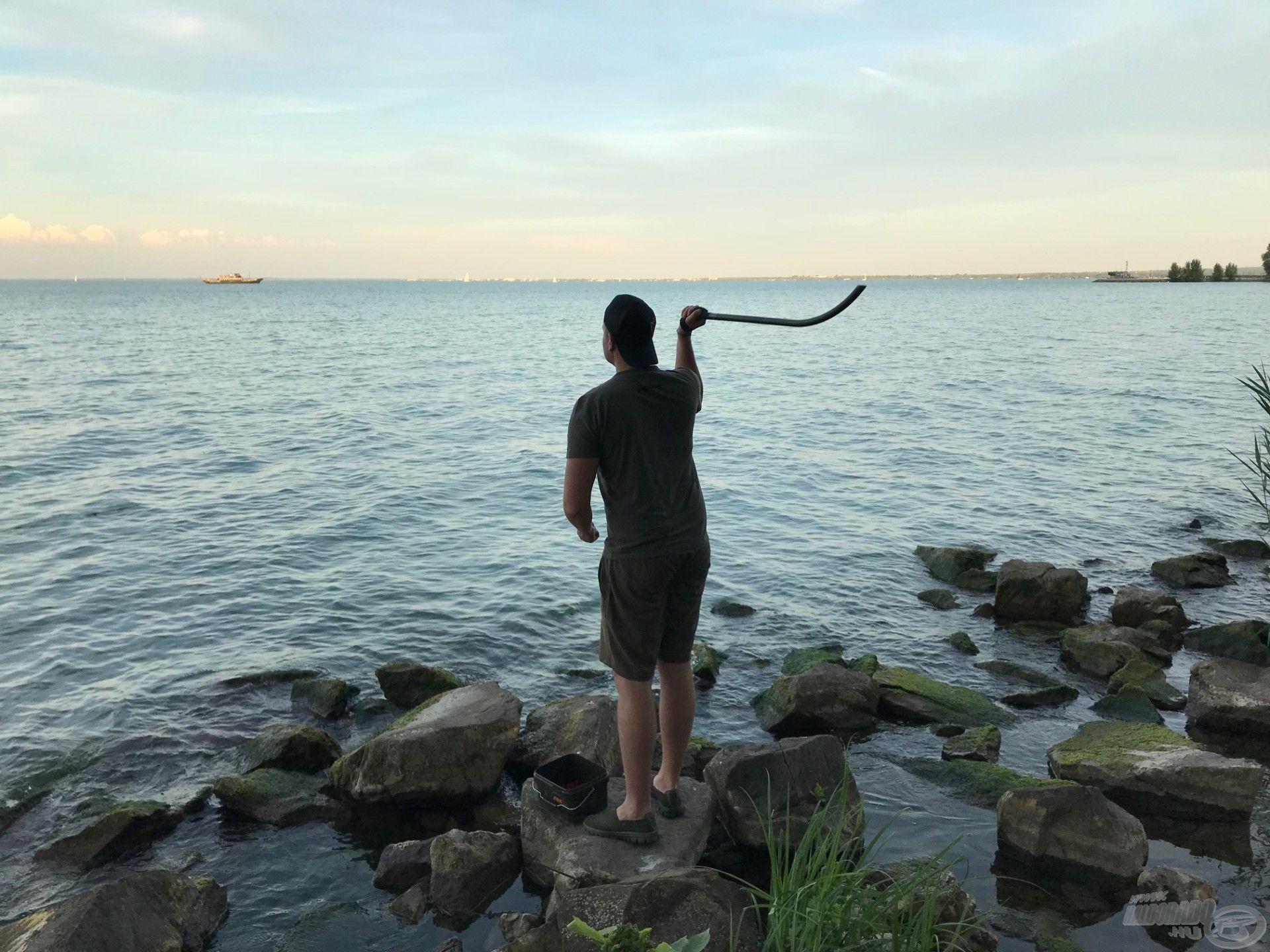 Tökéletesen megetethető vele a 80-90-100 méteres táv, ahova rendszerint partról horgászom