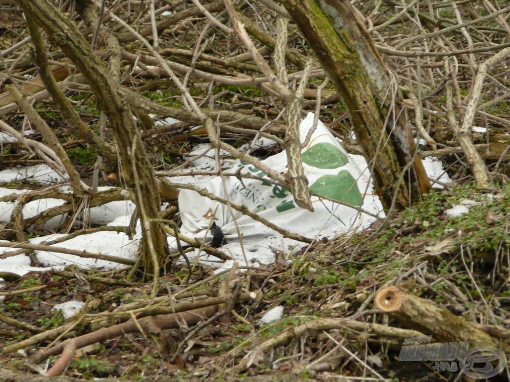 A vegyszeres hulladékok vagy azok maradékába csomagolt szemét…