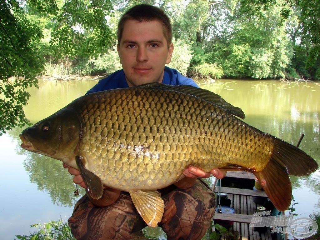 Tomi előszeretettel horgászik igazi vad vizeken, így akár az ottani csalikról, etetésről, végszerelékekről is lehet tőle kérdezni a három nap során
