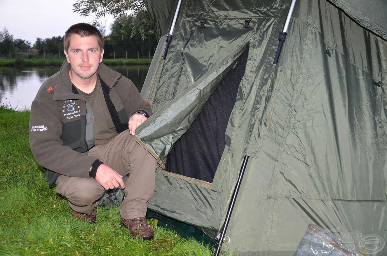 A sátor teljes eleje lenyitható és le is vehető