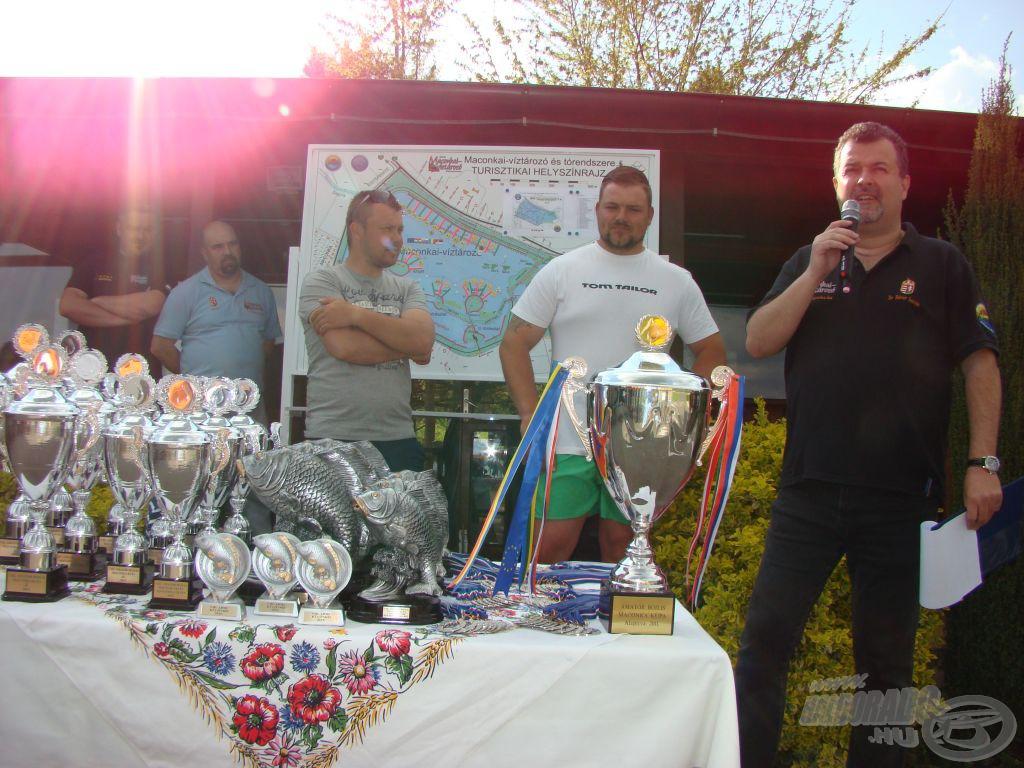 Jogos volt a nagy taps a versennyel párhuzamosan lezajlott I. IBCC két, szintén maconkai érdekeltségű bajnokának, a B52 Team tagjainak, Ocsovai Lászlónak és Ladislav Klementnek!