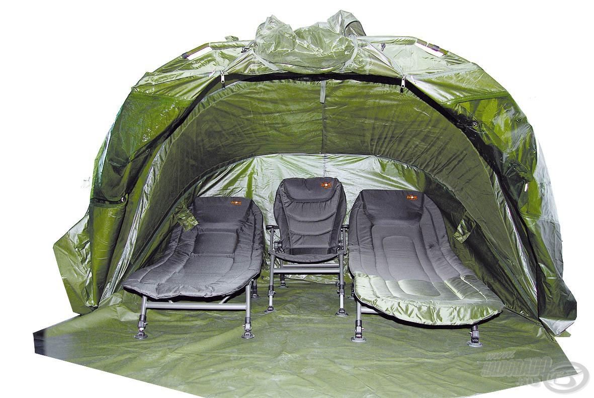 Két ágy kényelmesen elhelyezhető benne