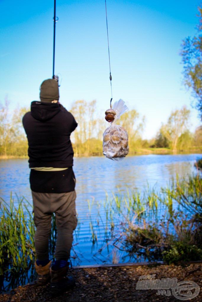Egyik boton PVA tasakkal folyamatosan kerestem a halakat