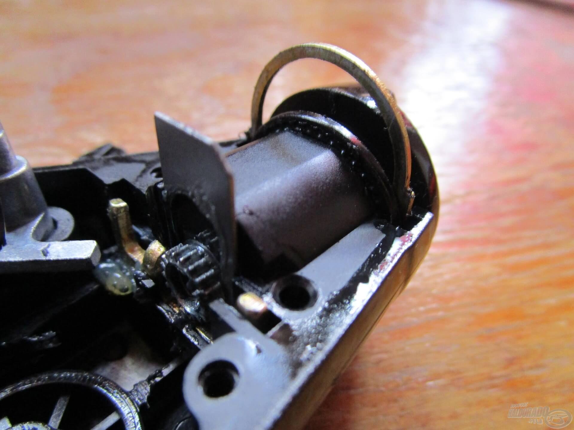 A nyeletőfék rendszer jól védett részen helyezkedik el, komolyabb karbantartást általában nem igényel