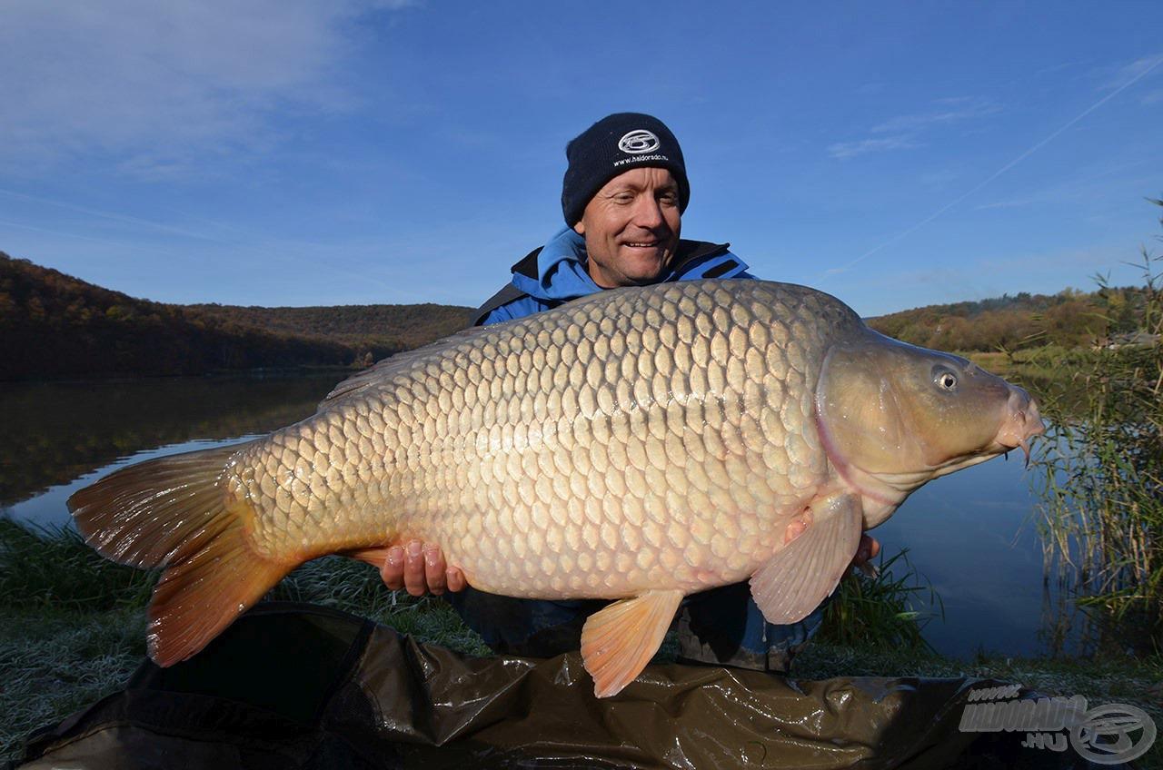 A legnagyobb halak is biztonsággal, határozottan fáraszthatók a 420LC típussal, miközben szó sincs merev, durung botról