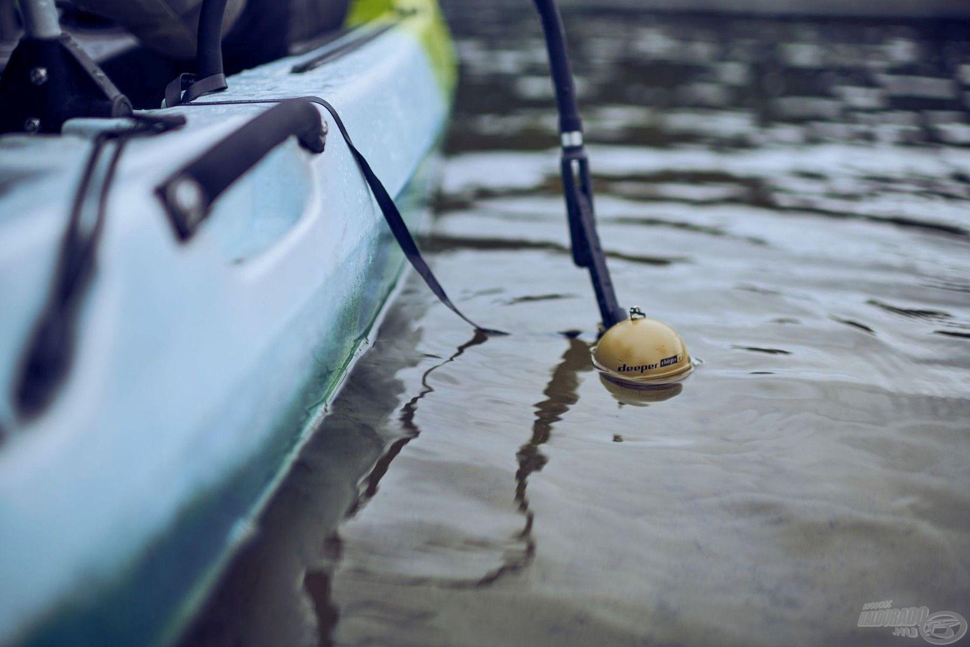 Egyaránt jól használható csónakból, annak oldalához rögzítve…
