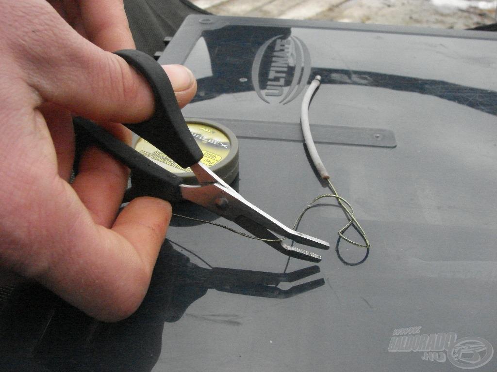 … majd vágjátok le a megfelelő hosszúságú előkezsinórt (kis ráhagyással, a kötést is belekalkulálva!)