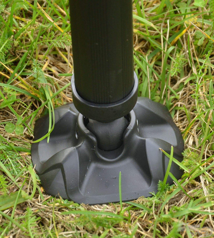 A lábak nagyméretű gömbcsuklós billenő talpakat kaptak, melyek segítségével kiválóan igazodnak az egyenetlen talajhoz, így nem süppednek bele akkor sem, ha az laza szerkezetű