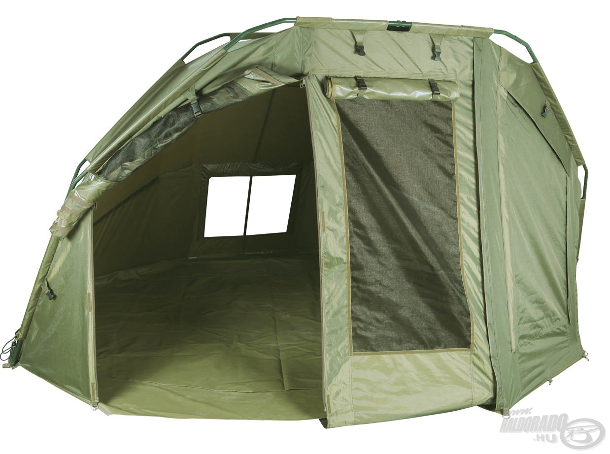 Kétszemélyes sátor, melyben két horgászfelszerelés is kényelmesen elfér