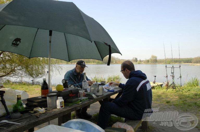 Itt már közös reggelizés Zsoltival