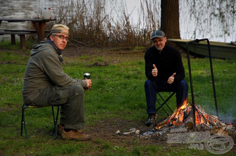 A tűzrakás és a dobozos sör szorongatása teremtette meg az alapot a grillezéshez