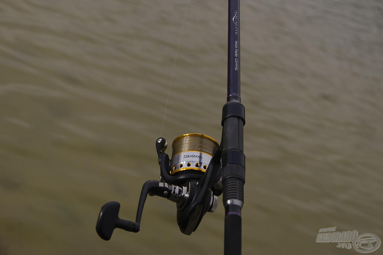 A Daiwa Aqualite Pellet Feedert a horgászat során - a méretét és súlyát figyelembe véve - 40-es méretű orsóval szereltem fel. Súlyban és méretben ez passzolt leginkább hozzá