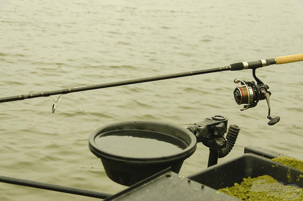 A Cast'izm feederbot keverőgyűrűje a méret és a távolság tekintetében optimális a Cast'izm 25 QDA orsó dobátmérőjéhez