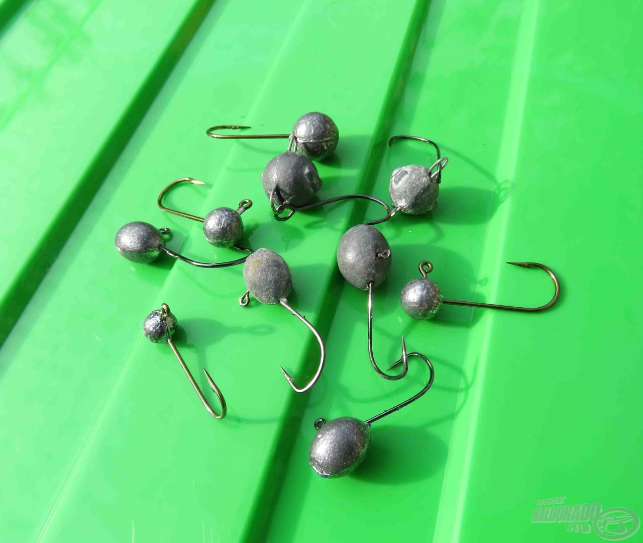 Bevetésre váró micro jigfejek, valamint apró cheburashka horgok és fejek