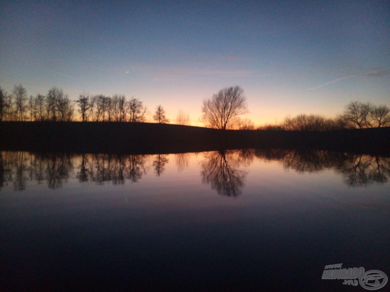Ilyen csodás naplementében hagytam el a tavat