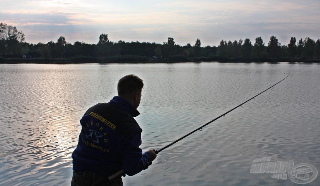 A nap első halára nem kellett túl sokat várni, megkönnyebbülés minden pecán az első hal szákba terelése