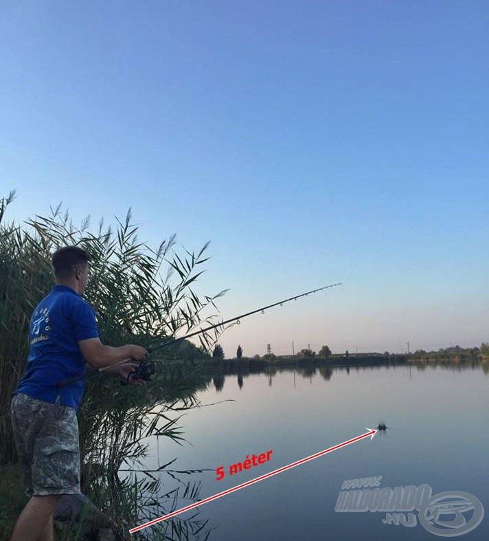 A távolság a képen látható 5 méter volt. A vízmélység itt már 3 méter, és egész egyszerűen itt láttam a legtöbb halra utaló jelet, ami a későbbiekben az eredményesség egyik kulcsa lehet