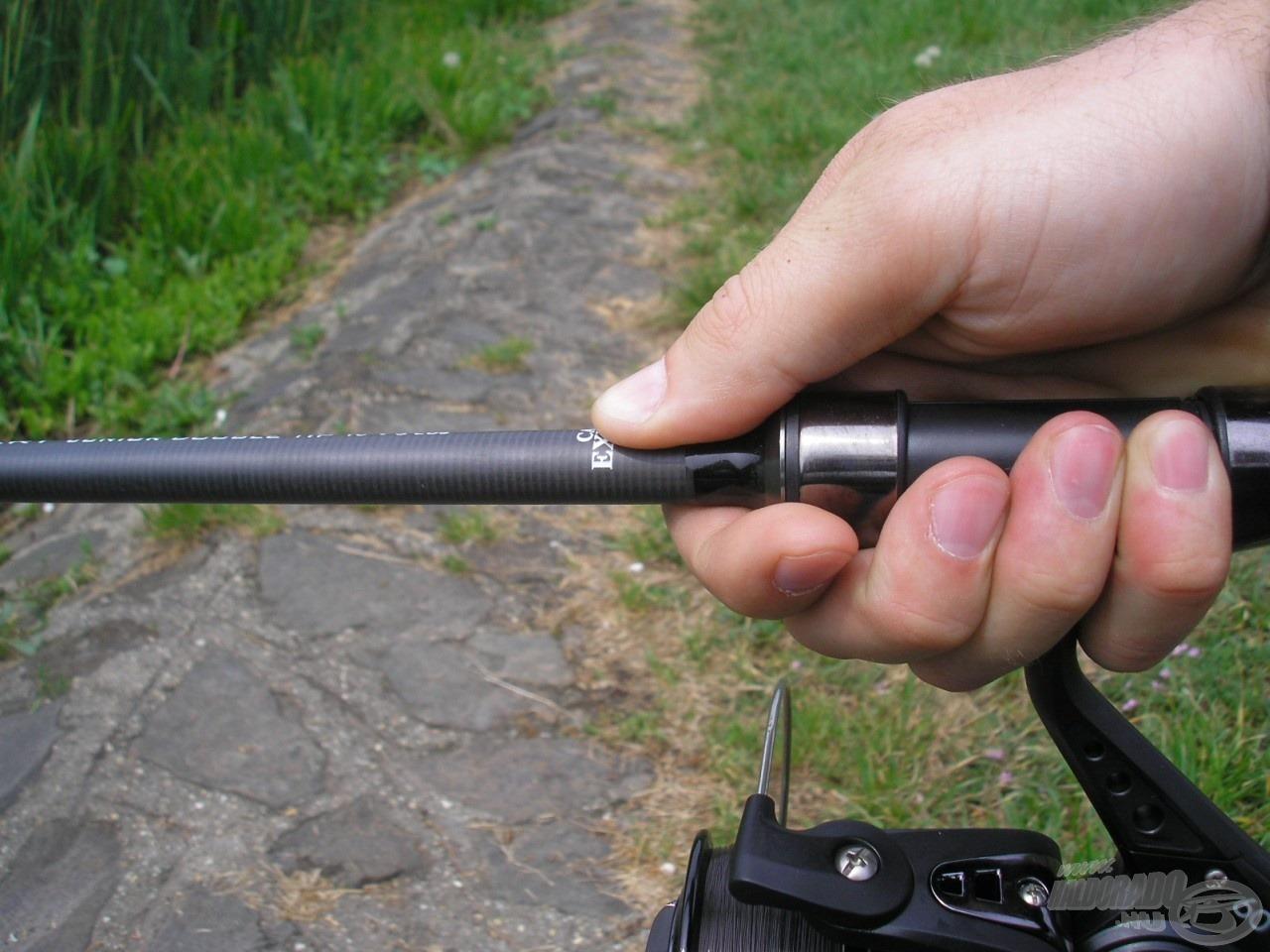 Az IM 12-es karbon szövetből készült karcsú bottest átmérője a nyélrésznél mindössze 13 mm