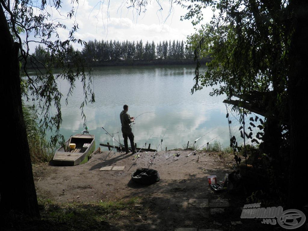 Tomi épp a tóról szeretett volna képeket készíteni, amikor észrevette, hogy egy hallal küzdök