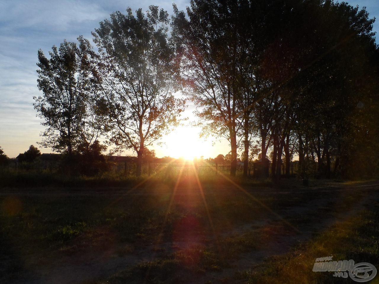 A felkelő nap gyönyörű látványt nyújt