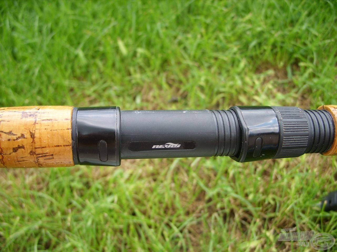 Hagyományos, csavaros orsótartókra helyezhetjük orsóinkat a botokon, amik garantáltan stabilan tartanak. A nagyméretű orsótalpak befogadása sem okoz problémát számukra