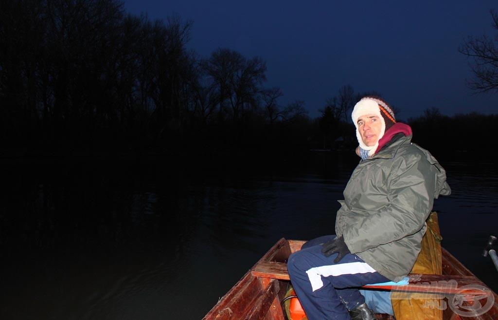 Illő volt kifelé indulni a vízről, ha még menyusozni is szerettünk volna, valamint a csónakot is tiszta állapotban visszaadni a gazdájának, ahogyan kaptuk erre a pár órás horgászatra