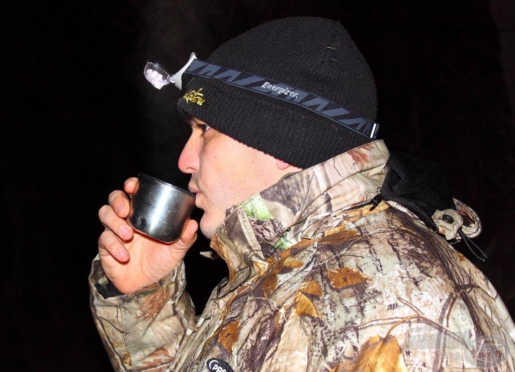 Hiába a forró tea, a legyengült szervezet könnyen padlóra kerülhet a fagyos kalandoktól…