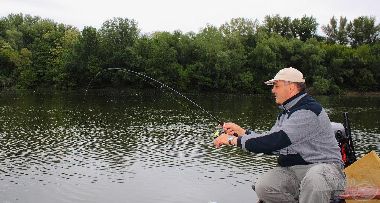 Pár perc telt el, majd hatalmas ütéssel kezdődött meg a következő hal fárasztása
