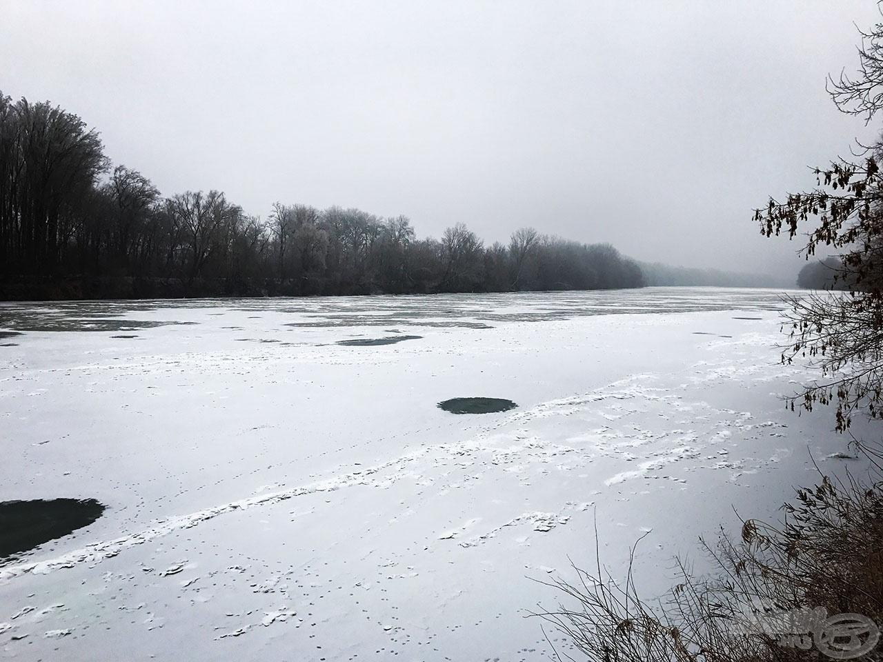 Parttól partig jég, itt esélytelen a horgászat