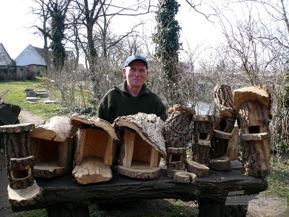 Béla bácsi téli, unaloműző remekművei, melyek egytől egyig valamelyik fán fogják a madarak téli etetését vagy tavaszi fészkelését segíteni