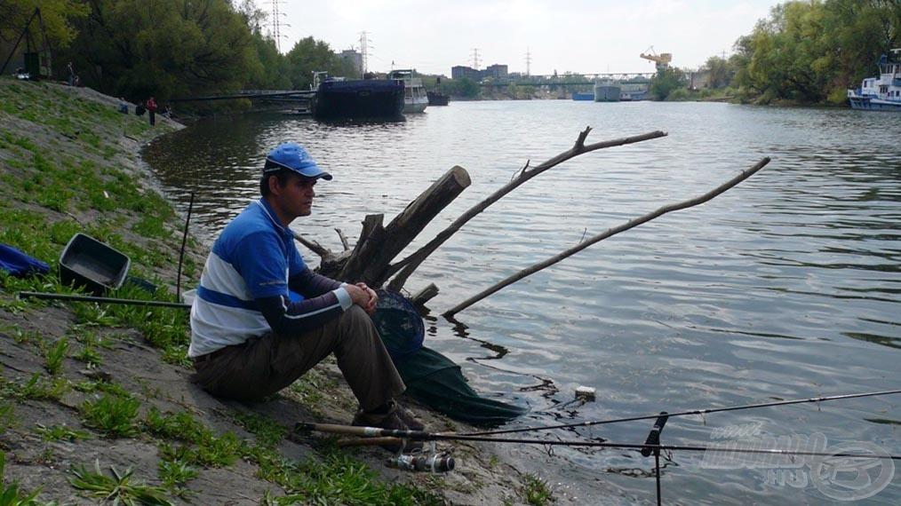 Mindenkinek tanácsolom, hogy ha ide jön horgászni, akkor mindenképpen hozzon magával ülőpárnát! Nálam nem volt, és bizony törte a kő a hátsó felemet rendesen