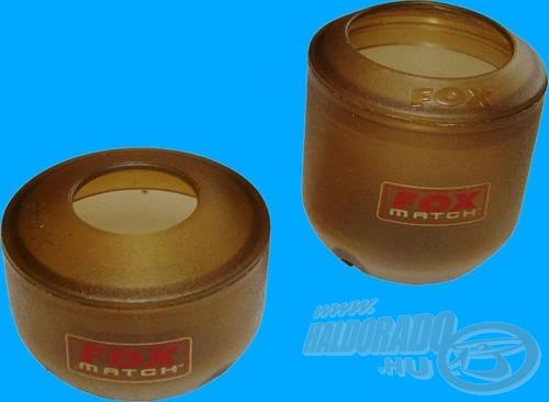 A készletben 2 különböző csésze és 2 eltérő méretű perem található