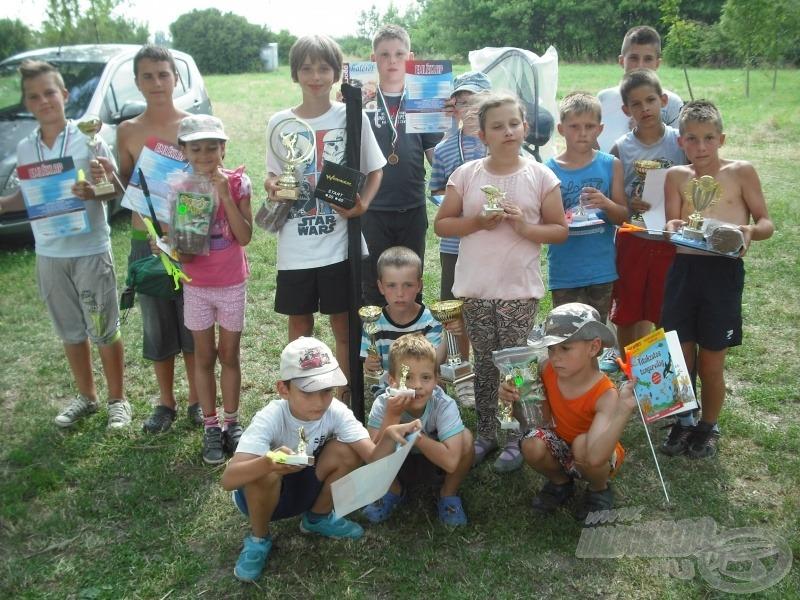 A házi versenyek díjazottjai érmeket és kupákat is kaptak, továbbá a szponzorok által felajánlott hasznos tárgyakat