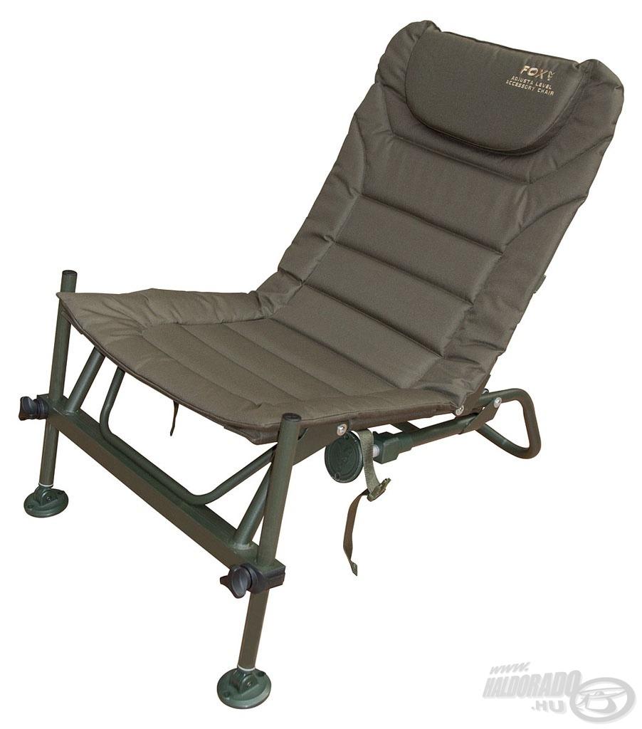 A hátsó lábak lehajtásával is használható a fotel