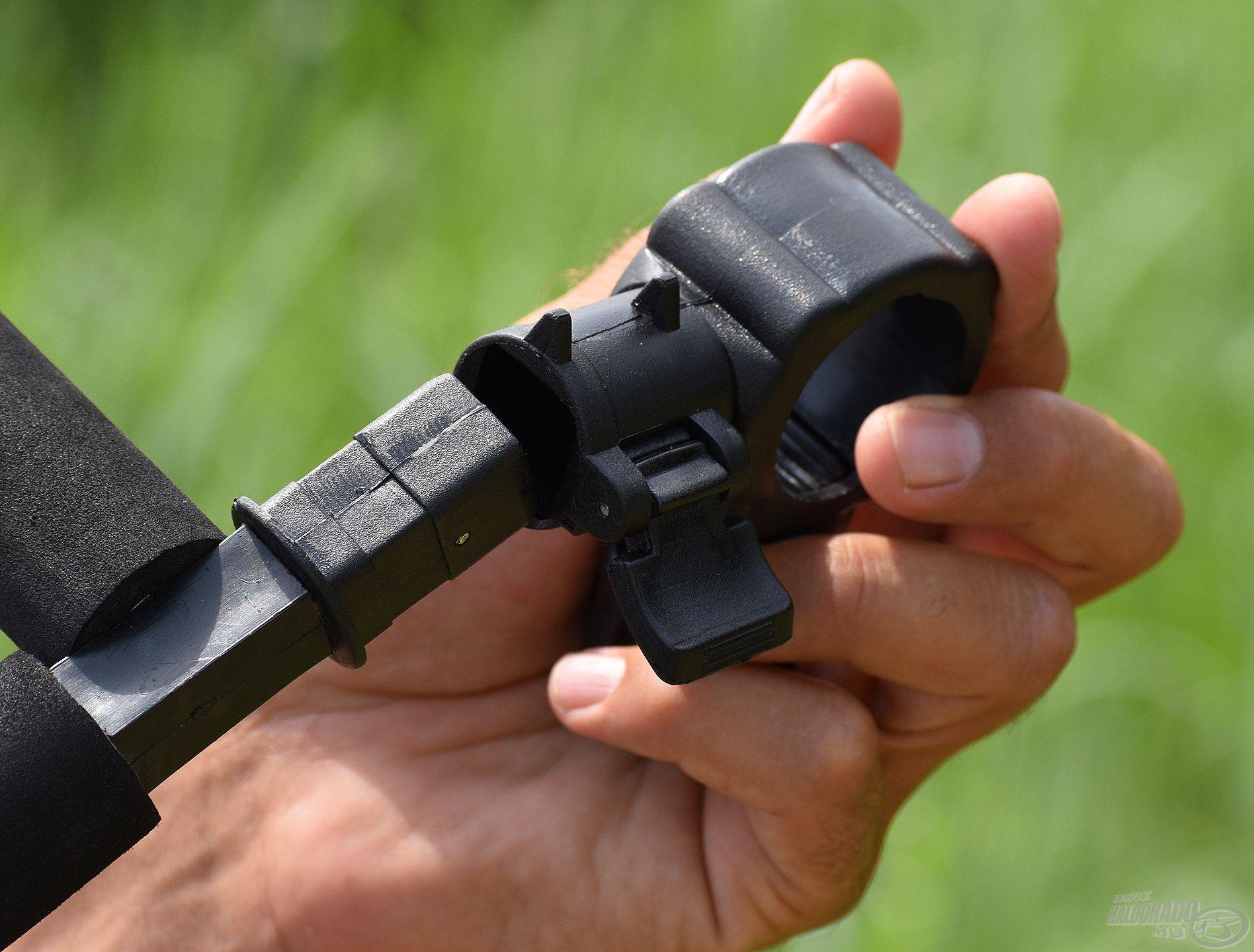 Ezek a hajlított karok a QR rendszer segítségével tőből leszedhetők a rögzítő részről, így könnyen szállíthatók