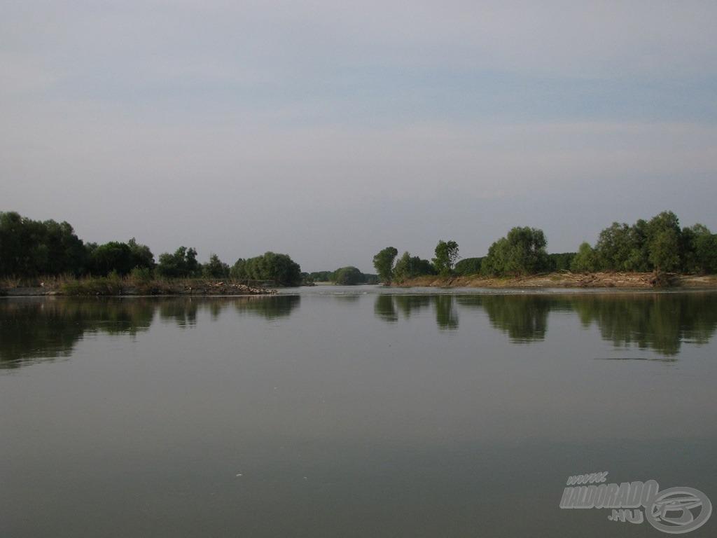 … tavaly egy folyónyi vízmennyiség nagy morajlással bukott át a gáton