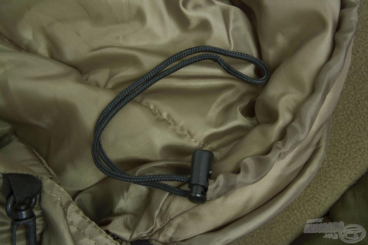 A rugalmas, állítható szegélyek is segítenek, hogy sehol ne juthasson be a hideg