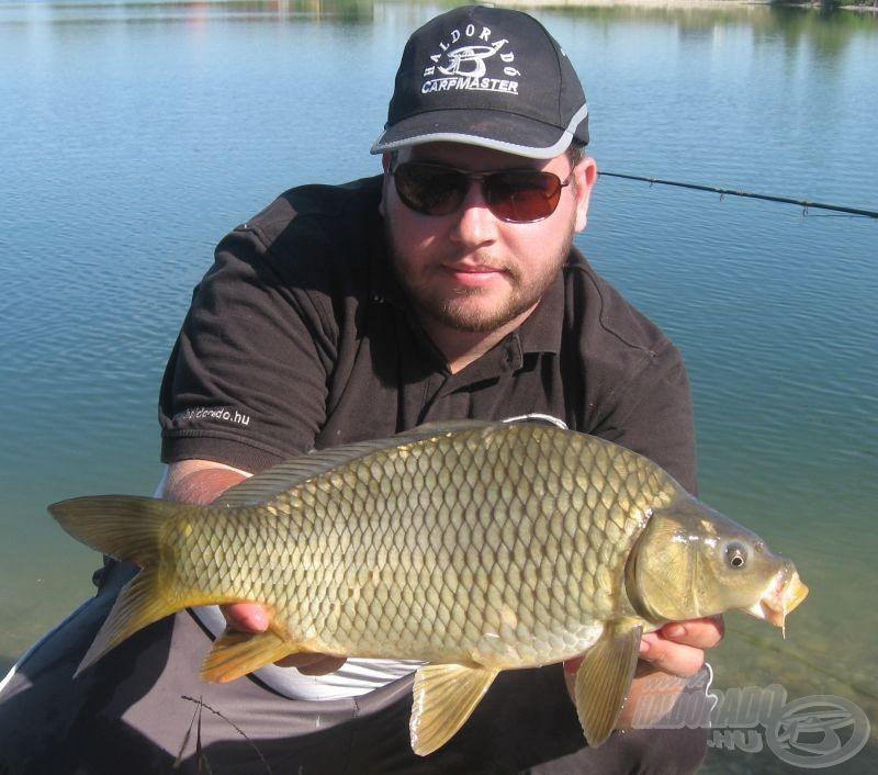Egész délután szebbnél szebb halakat fogtam…