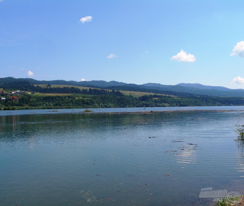 A Białka torkolata a Czorsztyn-tónál